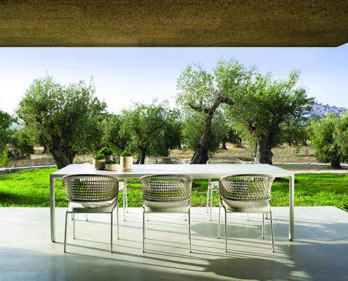Contour armchairs_Illum table S