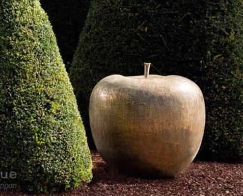 apple-sculpture-cast-bronze-outdoor_bullandstein