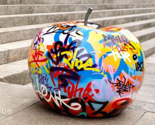 graffiti-apple-sculpture_bull_and_stein