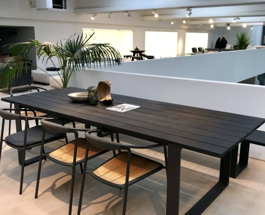 showroom_manutti_table prato_blackteak_homa84